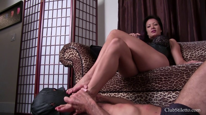 Club Stiletto - Mistress Jasmine - Leather Boot Bitch