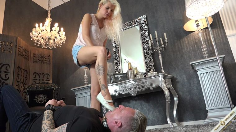 Lady Briana - A Footslave for Brians Feet
