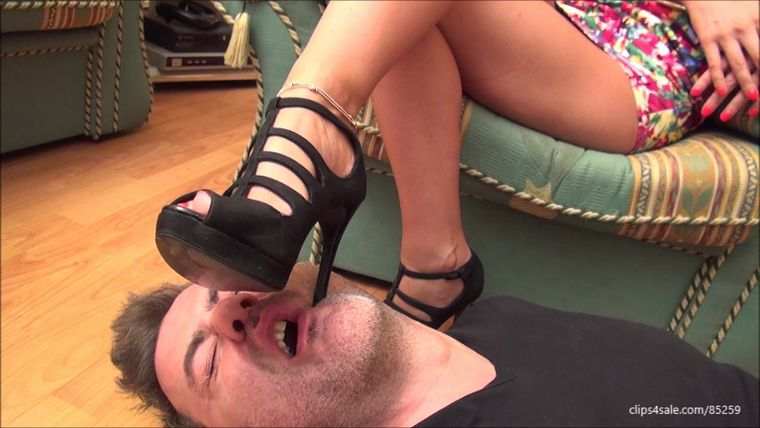 FootDominas – JENNIFER – 'MEAN DIVA' – LICK THE DIRT FROM MY SHOES, WORM! – SHOE WORSHIP AND DOMINATION PART2