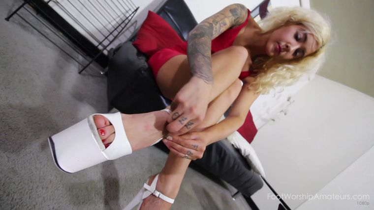 FootWorshipAmateurs - Lauren - Solo