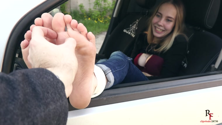 Russian Fetish – Tickle Agent – Girl with dirty feet – Take off your shoes and come back