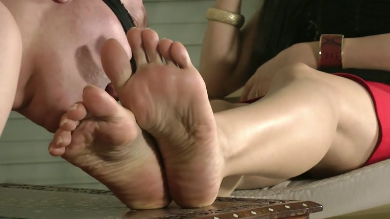 Goddess Leyla - Worship My Feet And Stilettos