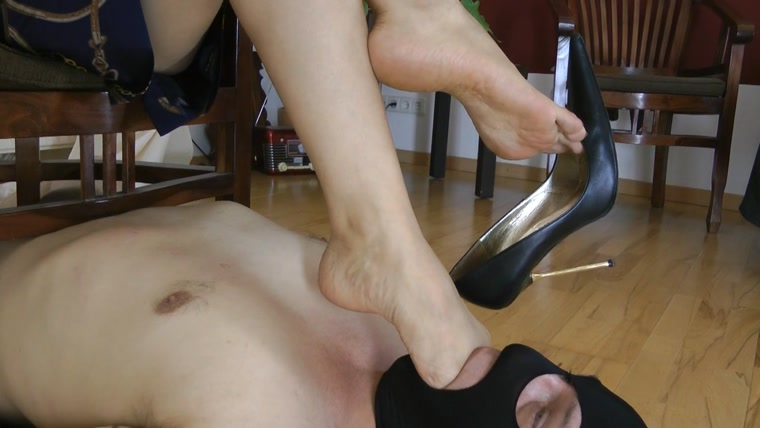 Goddess Leyla - Deep Throat Footrest