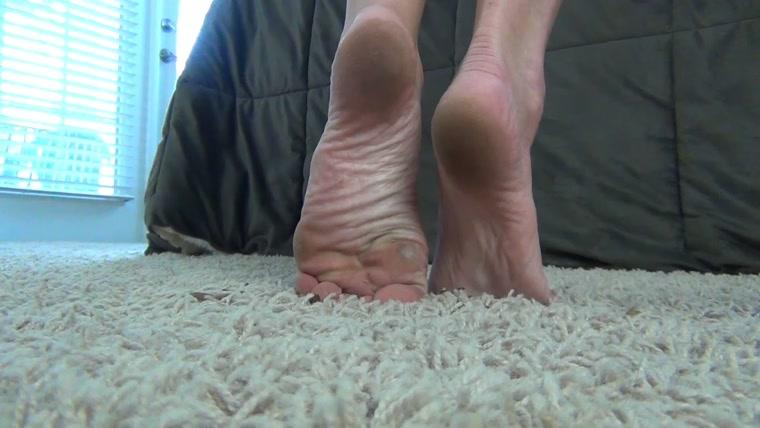 Weak For Dirty Feet Fetishmaniaorg Olivia Rose