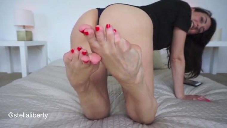 Stella Liberty – Toe Pointing Race Play