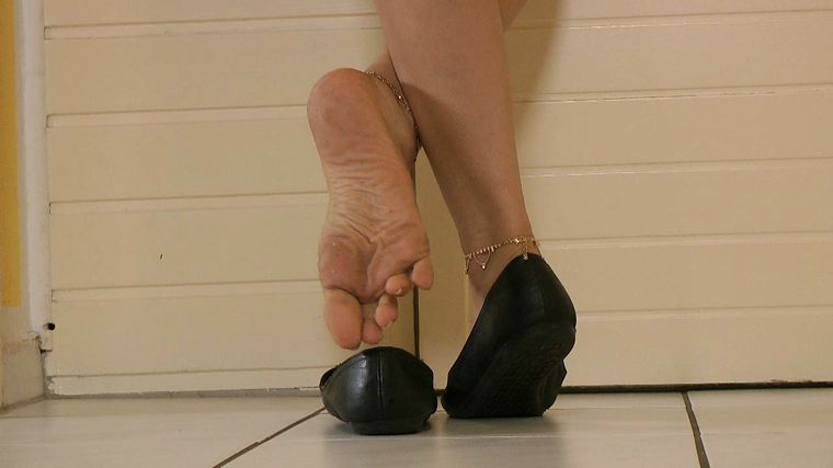 Ballerinas Flip Flops - Goddess Leyla - Playing With My Shoes And Feet
