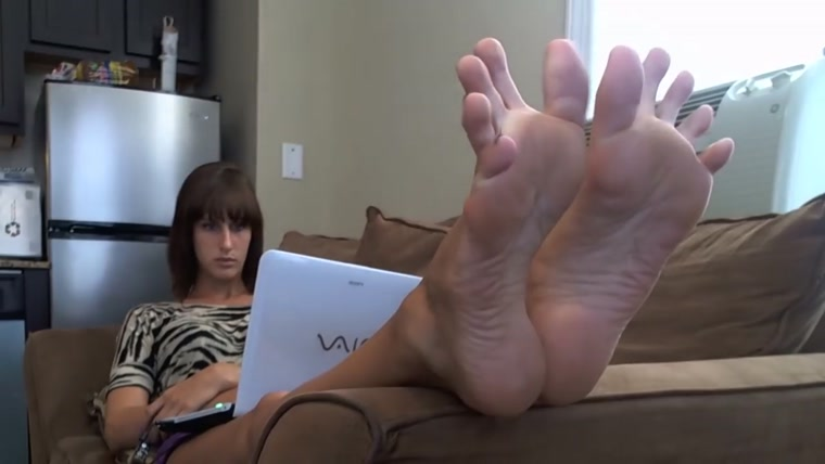ERIN DUVAL SHOWS HER FEET
