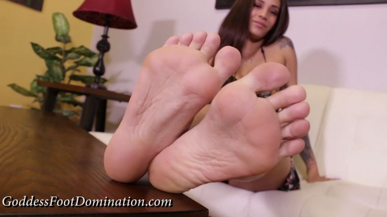 Goddess Foot Domination - Goddess Jamie - Don't Date Step-Mom's Friends