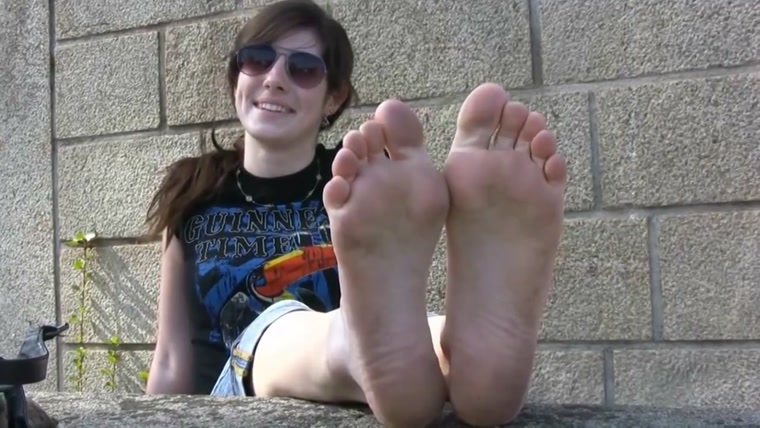 CUTE FRENCH GIRL SHOWS HER FEET