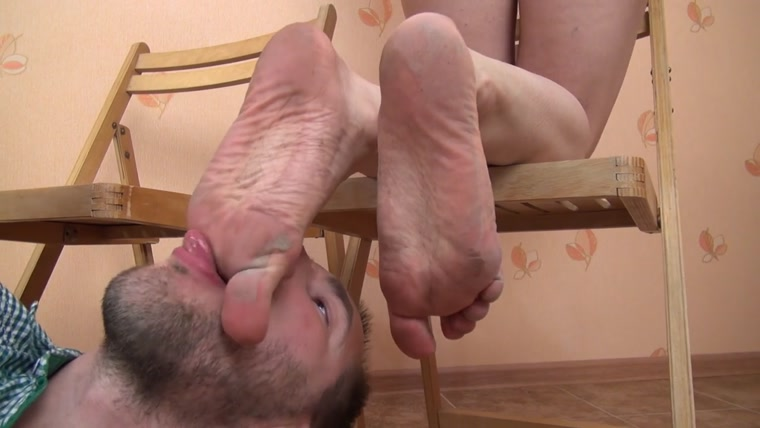 forced-to-lick-moms-dirty-feet-girls-licking-their-cunts
