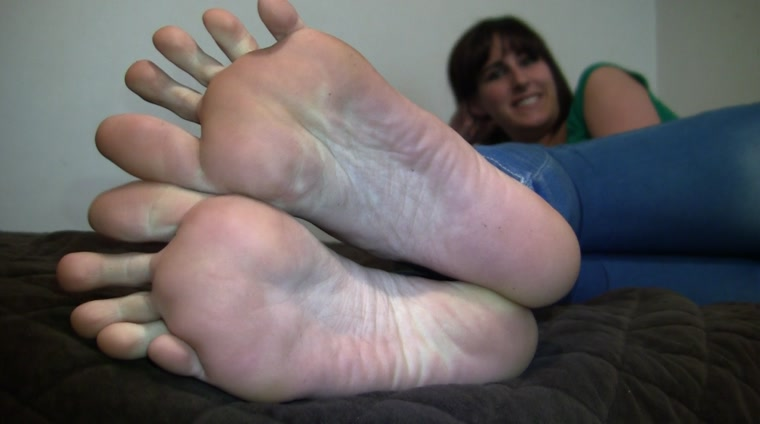 Paige's_Size 11 Candid Stinky Soles