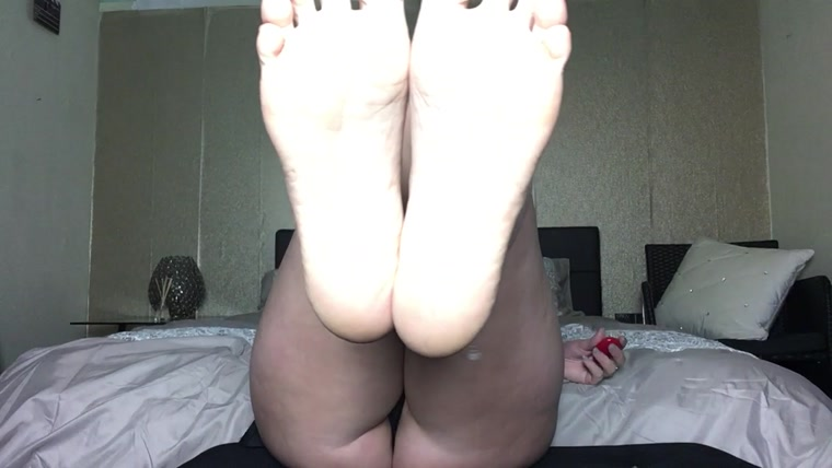PRINCESS CHERYL - SLAVE TO MY FEET