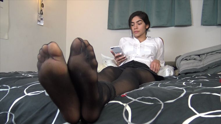 The Tickle Room - Monicas Nylon Hell - Reading and Laughing