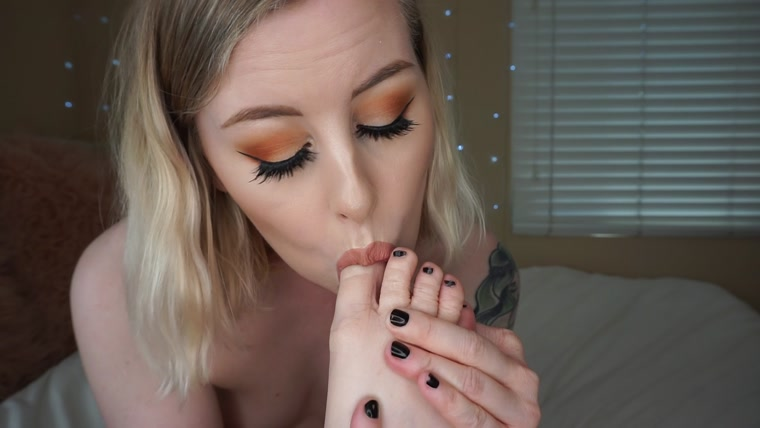 Mystie Mae - Licking and Sucking my Soles and Toes