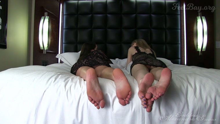 Goddess Alexandra Snow, Goddess Kyaa - Bare Foot Ignore