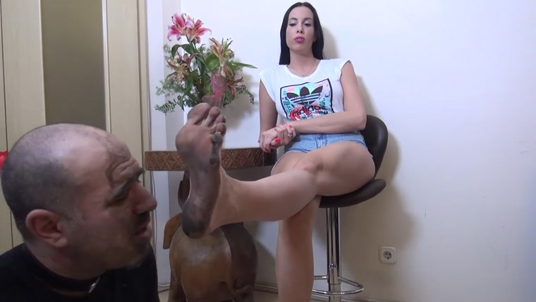 Princess Rea - Play Dirty - Lick The Mud From My Feet - Extreme Dirty Feet Worship and Domination