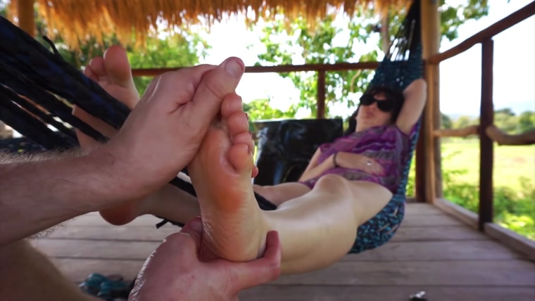 The most chilled Oil Foot massage on a hammock