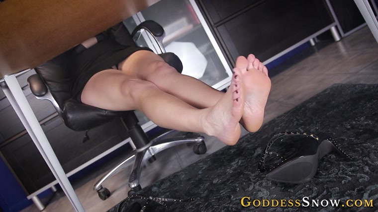 Goddess Alexandra Snow - Underdesk Foot Slut