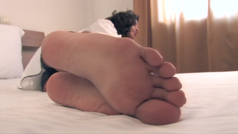 Noemis World - Hot girl with rough soles