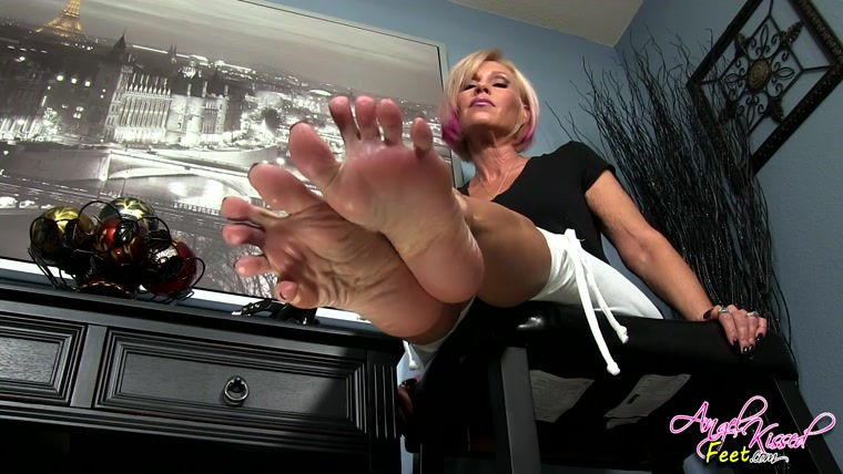 Erotic Nikki - The Feet That Own you