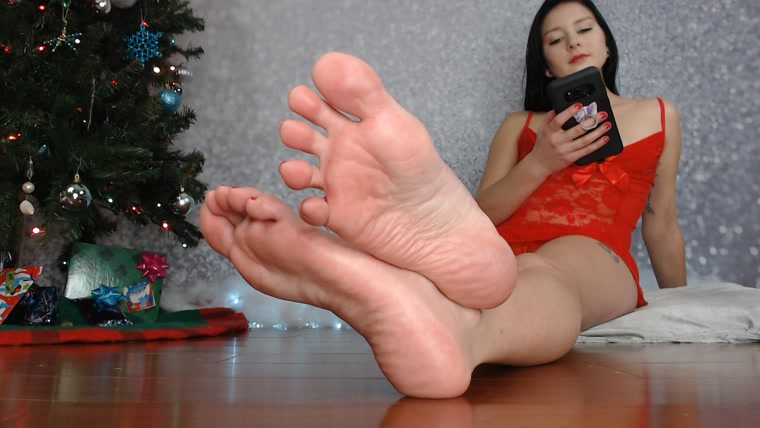 Natalie Darling - Festive Foot Ignore