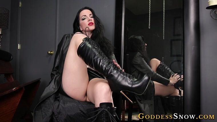 Goddess Alexandra Snow - Tongue Polish