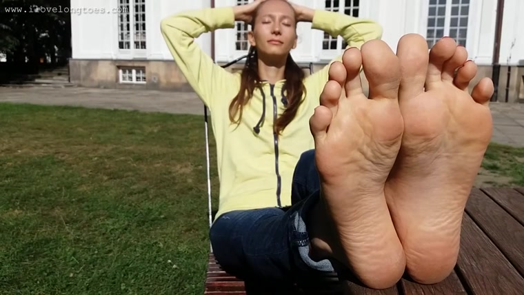 I Love Long Toes - Sunny day for feet