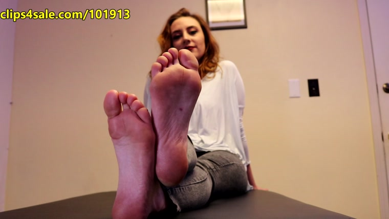Random Sole Encounters – Petite Co-Worker's Sole Show & Tickle Test AT WORK!
