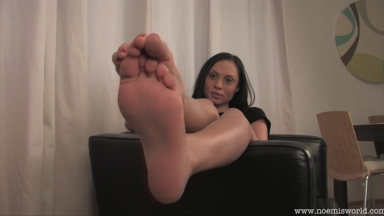 Noemis World – Brunette with sexy small feet