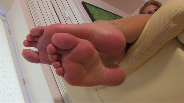 Noemis World – Audra shows her wide sexy soles