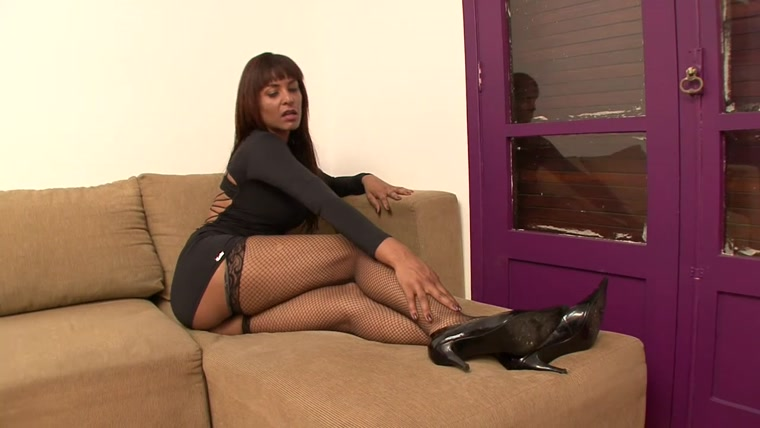 BRAZIL FEET - Mistress Fernanda - Under Fernanda's Feet Size 10 part 1