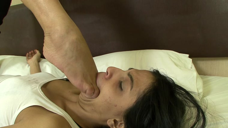 BRAZIL FEET - Mistress Janayna - Janayna's First Foot Domination part 4