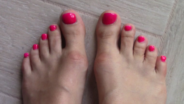 Cayenne - pink toes feet tease