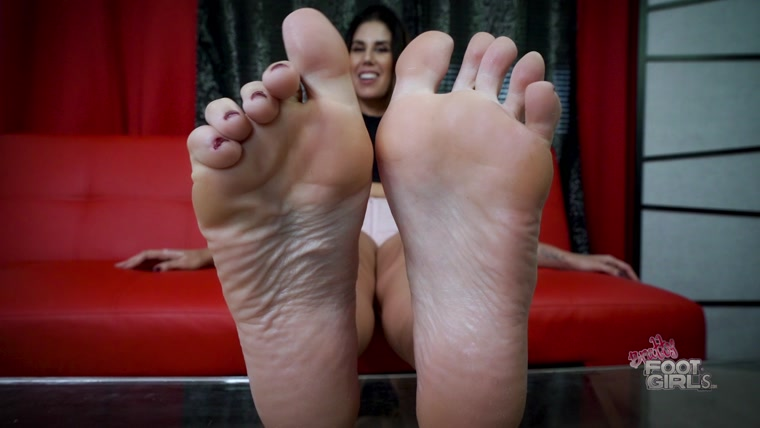 Gia the Giant - Jerk to my BIG soles