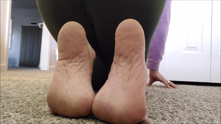 Mo Rina - bares her soles