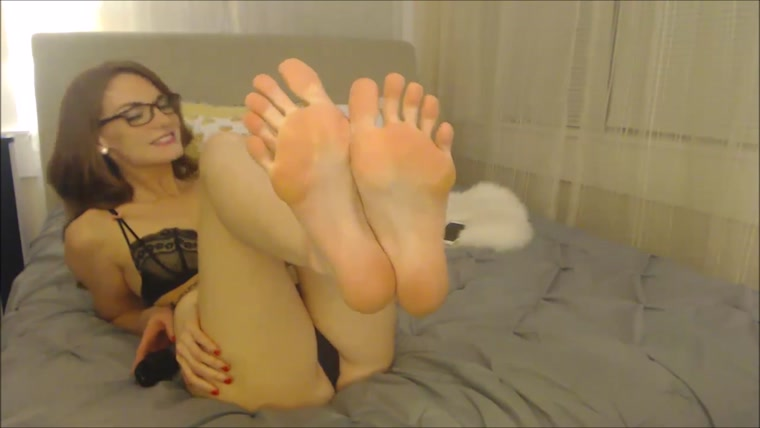 Autumns Bedroom - Foot Teasing Cherry Red Pedicure