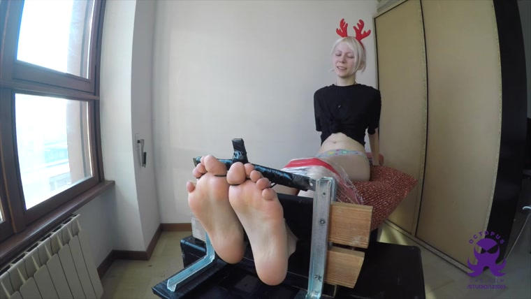 Kelevra - Flosser Delight - You Are Rapig My Toes - Hyper Ticklish Christmas