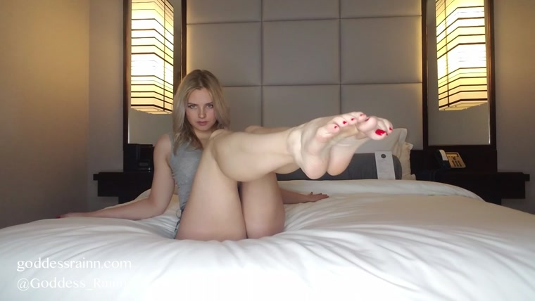 Goddess Rainn - Feet Make You Cum