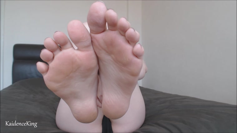 Kaidence King - Sweaty Feet Licking Instructions