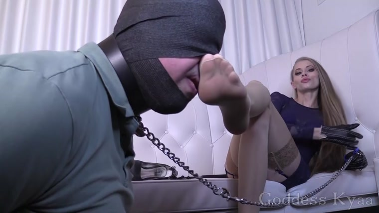 Footboy's Pantyhose sniff