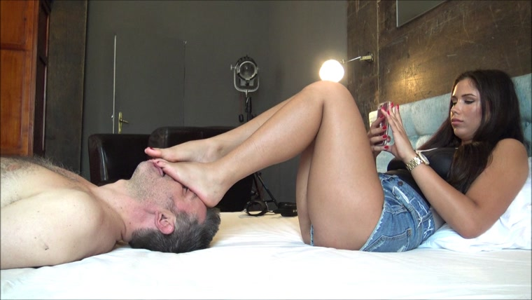 ALICE - Your place is under my feet - ENDLESS foot domination, face as a footstool