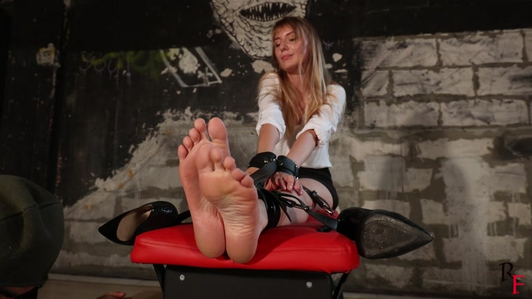 Russian Fetish – Katrina – Secretary feet tickling