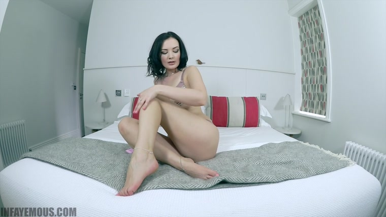 Faye Taylor - Foot massage