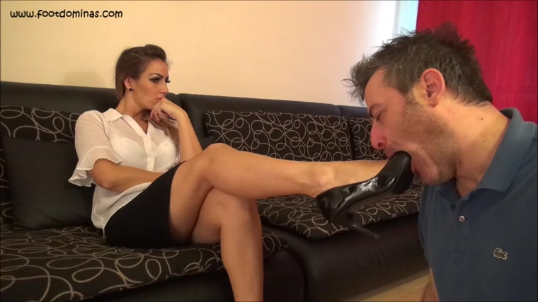 Olivia - Worship The Shoes Of Your Boss!