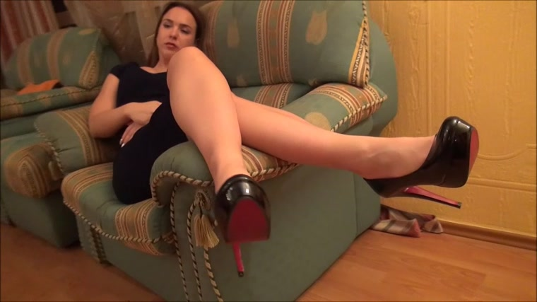 Lady Sakura - Your tongue is my rug - Shoes worship and hand crushing