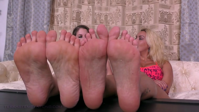Terras Temptations - Megan Jones, Terra Mizu - Foot comparison & tickling