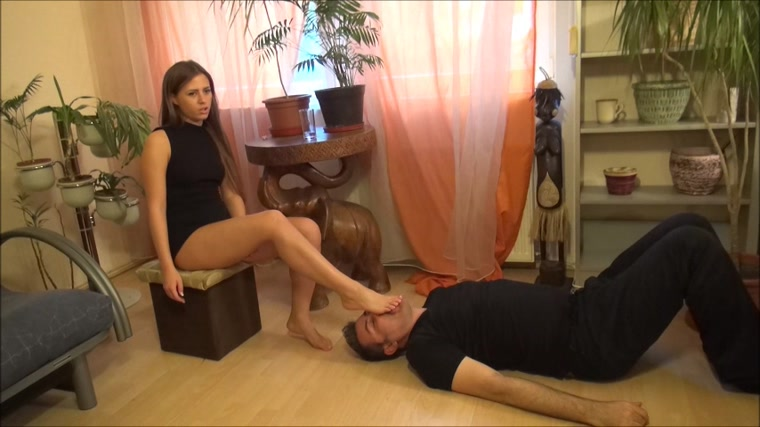 Elizabeth - Trampling And Foot Domination