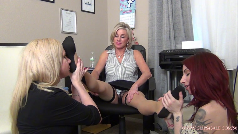 EXTREME FEET CLIPS - Worshipping Mature Feet For the Job