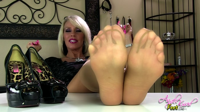 Erotic Nikki - Teacher Foot Teases and Instructs