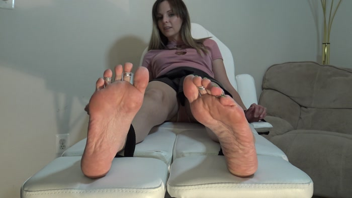 Kinky Foot Girl – Kara Gets More Than She Bargained For When Meeting a Fan for a Tickle Session